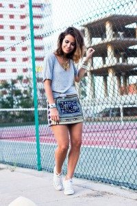 sporty chic con falda